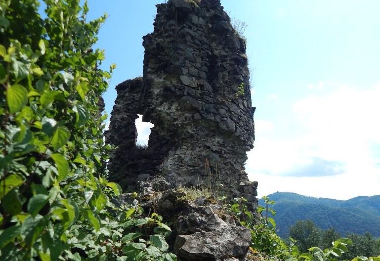 Руїни башти у Хусті