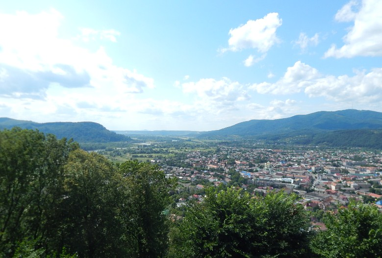 Вид з оглядового майданчика, хустський замок