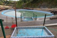 Басейн-джакузі та маленький басейн для змивання піску з ніг