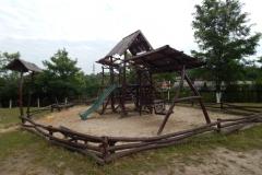 Дитячий майданчик з дерева