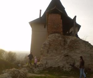 Відреставрована башта галицького замку і руїни костелу святої Катерини