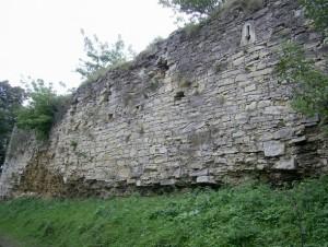 Бійниці на замкових стінах
