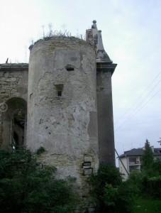 Оборонна вежа з бійницею чернелицького костелу