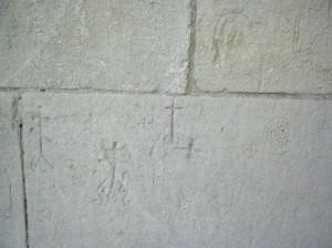 Стародавні графіті на стінах храму