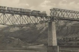 Старовинна фотографія залізничного моста через Дністер