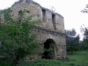 Ворота чернелицького замку - вид з двору