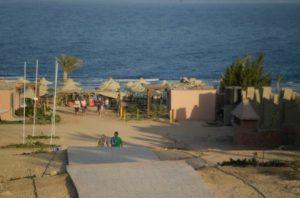 Червоне море і пляж в Єгипті