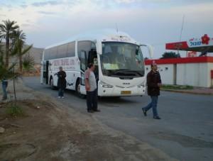 Екскурсійні автобуси комфортабельні, хоча кондиціонери включають не всю дорогу - економлять