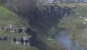 Ріка Збруч із скелястими берегами - вид із замку