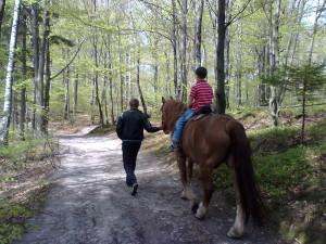 Катання на конях біля Скель Довбуша у Бубнищі