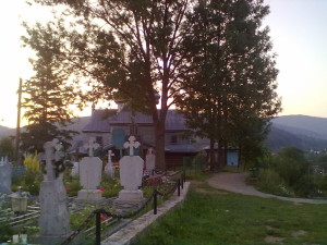 Церква у Дорі, ранкові Карпати