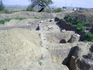 Археологічні розкопки давньогалицького городища біля храму Пантелеймона