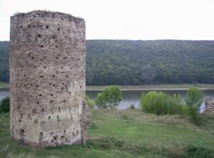 Башта та залишок стіни раковецького замку