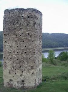 Башта замку в Раковці, вид з дністровської кручі