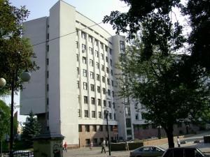 Будинок облдержадмінстрації споруджений на місці оборонних стін Станіславської фортеці