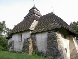 Чесницька церква святого Миколая споруджена в 15 столітті і була в центрі невеликої фортеці