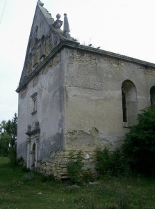 Фасад чернелицького костелу