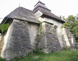 Контрфорси миколаївської церкви в селі Чесники