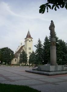 Костел святого Миколая та пам'ятник Роксолані у Рогатині