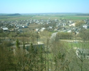 Луква, нижній Крилос, Вікторів та ліс Діброва справа, вдалині - ріка Лімниця