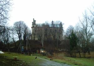 Оборонний кармелітський монастир і костел у Більшівцях
