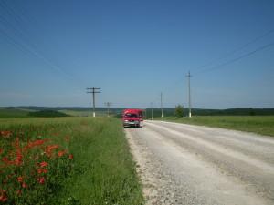 Дорога поблизу Дністра і поле з маками