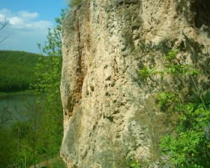 Скеля Раковецького замку над Дністром
