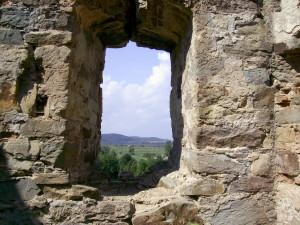 Бійниця Пнівського замку у місті Надвірна