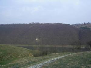 Печера над Дністром між селами Делева і Стінка