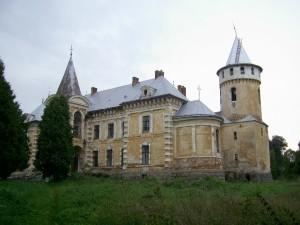 Палац у Псарах нагадує старовинний замок