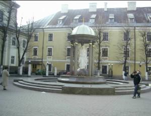 Пам'ятник Діві Марії на площі Шептицького