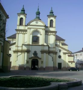 Площа Шептицького та костел Пресвятої Діви Марії, тепер - художній музей