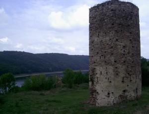 Раковецький замок та ріка Дністер