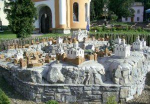 Реконструкція стародавнього Галича біля галицької церкви Різдва