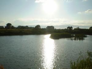 Сонце відбивається в озері на Каскаді, тут є щупаки