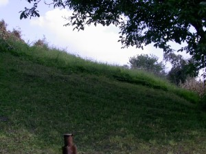 Вал Золотого Току - князівського замку на галицькому дитинці, біля княжої криниці