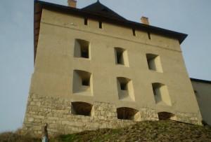 Відновлена замкова вежа
