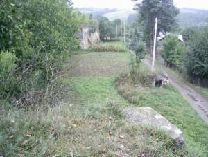 Вид з одного бастіону на другий бастіон замку у Чернелиці