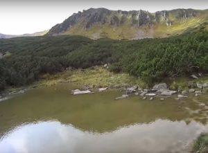Високогірне озеро у селі Бистрець