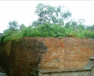 Залишки оборонних мурів до реконструкції