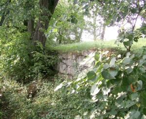 Залишки оборонних мурів довкола миколаївської церкви