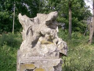 Залишки статуї з замкового парку Бурштина