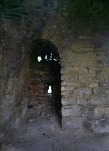 Замкова бійниця для рушниці у Чернелиці