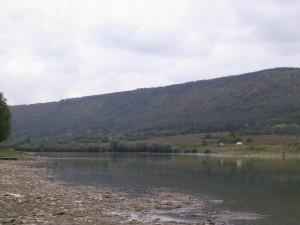 Дністер у селі Хмелева Городенківського району
