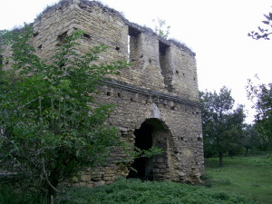 Брама замку у Чернелиці