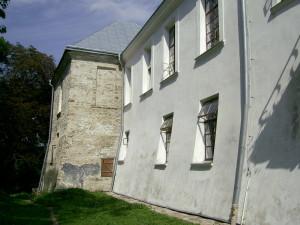 Башта нижнього замку у Язлівці