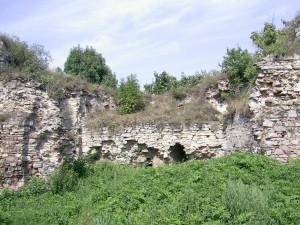 Двір верхнього замку у Язлівці