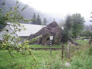 Камінь Довбуша у місті Яремче