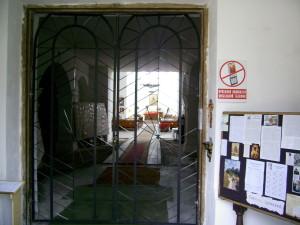 Всередині костелу у місті Надвірна