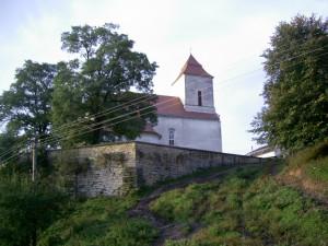 Костел Святого Станіслава 1575 р. у селі Липівка, колишнє місто Фірлеїв